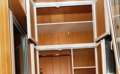 Удобный шкаф на балконе.